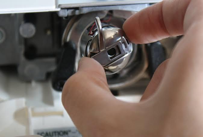 installation de boîtier de canette